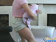 Usluga teenie Nadia dobiva kroz vlasnici vibrator