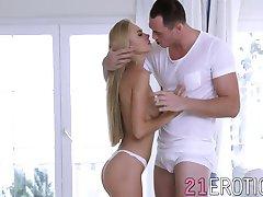 Rūkymas hot blonde mergina Nancy džiugina savo vyro, kol jis cum