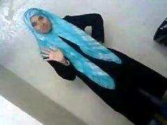 Szexi Arab Diák tárja fel A Vagyonát, Hogy a BF