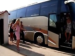 Slut Bus - ultimate sex party - část I
