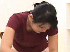 Subtitruota CFNM Japonija masažistė su masturbuojantis klientas