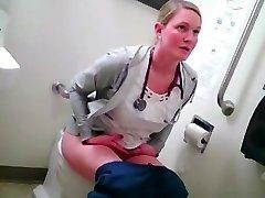 금발에서 간호실 화장실