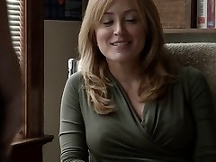 Sasha Alexander Shameless S05E09 Lip goes down on Helene
