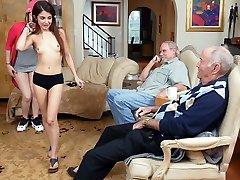 Gigi Flamez και Σάλι Squirt - Μπλε Χάπι για Άνδρες