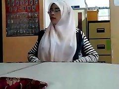 malajų - cikgu bertudung ramas tetek
