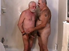 Du subrendę vyrai vis išjungti
