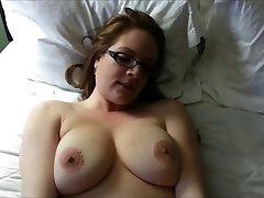 Prsata kose prekrasna dobiva dicked u amaterskom video HD