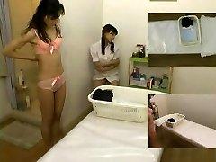 Massage hidden camera filmed a bi-atch giving handjob