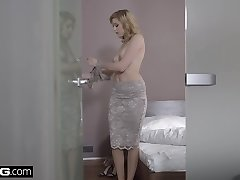 Glamkore - Euro Babe Anny Aurora's Sensual Plumb with hubby