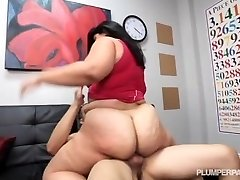 Ample Booty Latina Driving Instructor Fucks Hung Fellow Student