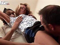 ĮDOMUS FILMAI Gangbanging Granny