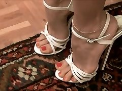 Highly sexy white high high-heeled slippers --- Sexys tacones blancos