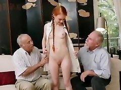 vanad mehed koos noorte redhair babe
