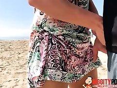 ovaj lap seks na plaži s rizikom izgorjeti do temelja!