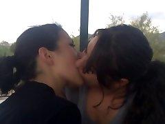 Lesbiečių bučinys - 4