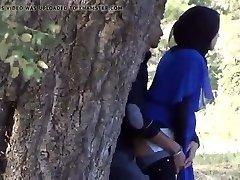 selv om indiske muslimske jente hånden jobb i utenfor skjulte cam