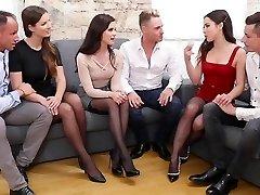 tre par swingers ga hverandre en fest med groupsex