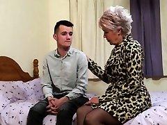 British mature slut dame sextasy doing her toyboy