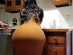 hjelp! trinn sønn er jeg fast i kjøkkenvasken! vennligst ikke fuck my big ass!