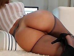 Milf webcam with an impressive body!!