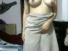 Indian GF After Shower Showing Herself Bare On Webcam