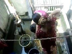 Bangla desi landsbyen jenter bader i Dhaka byen HQ (5)