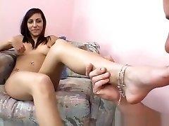 Lela Star gives footjob
