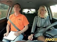 pranešk apie netikrą vairavimo mokykla karšto blondinai milf tiffany russo kirpčiukai licencijos