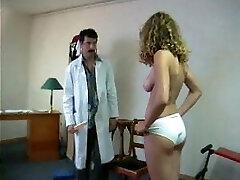 enf cmnf nudo imbarazzante esame dal medico in ospedale