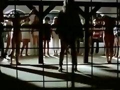 la donna del campo di prigionia, 1980 slave moglie milfs