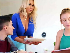 Mom blows daughters boyfriend while studying