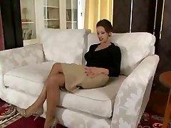 Sexy voiiced milf