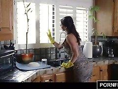 PORNFIDELITY - Horny Housewife Kendra Lust Begs Creampie