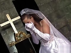 Super-cute Bride Gets Drilled At The Altar