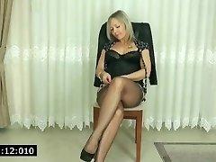 milf showed her ebony panties