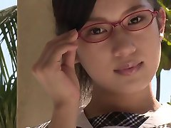 эротика азиатские школьницы бюстгальтер трусики под юбкой дразнить