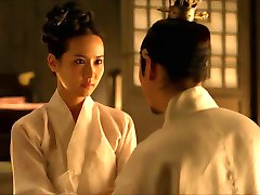 V Concubine (2012), ki Jo Yeo-jeong - scene3