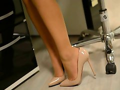 Upskirt:poredna tajnica v visokih petah & pantyhose