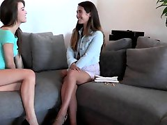 Awesome lesbo teens licking hairy boxes