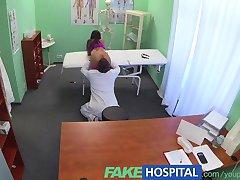 FakeHospital Plonas, spalvingas paciento poreikius gydytojai kremas jos gražiai įdegusi oda