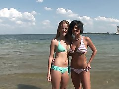 Bikini Coed Babes Flashing At The Beach - DreamGirls