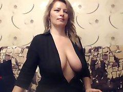 Gammal Busty Milf retar på Web cam