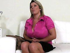 Stora boobs jävla i jobbintervju på soffan