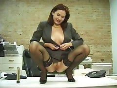excitat de birou tipa din ciorapi, dildouri ei moale pizda