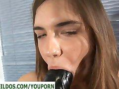 Teismeliste suur must jõhker dildo