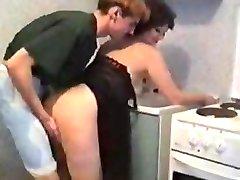 maman en Lingerie se faire baiser par le fils