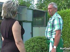 germană bunicul și bunica dracu de greu în grădină