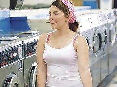 ExxxtraSmall - mała teen fucked w pralni