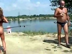 Nudistična Plaža - Slutty Exhibitionist Predstavlja za Voyeurs