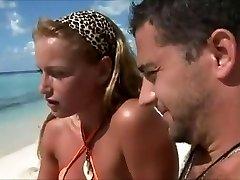 Medenih tednih žena goljufija na plaži